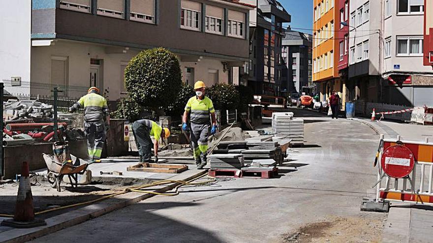 Culleredo avanza en la renovación de la avenida de Ribados y abre la vía al tráfico de forma parcial