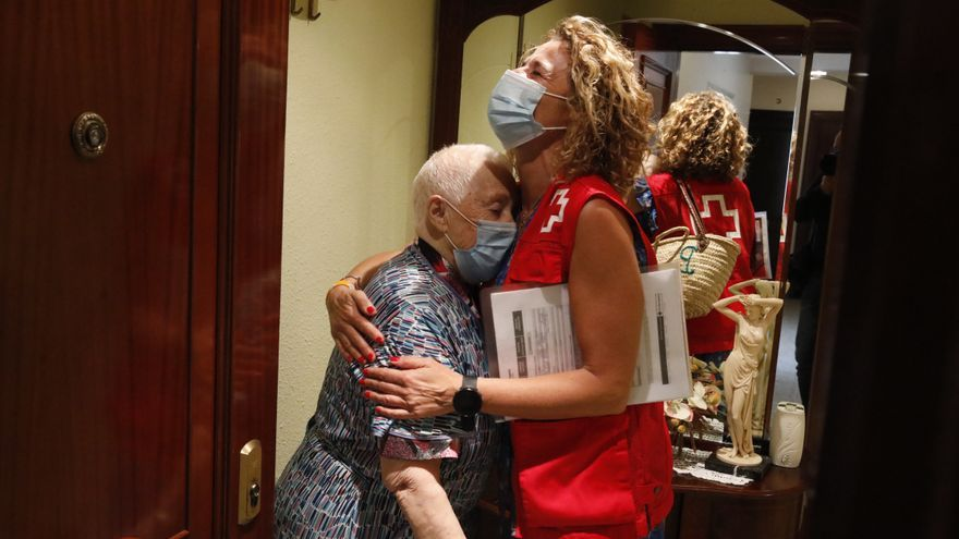Así es el día a día de Consuelo Fernández, de 89 años, que vive sola en Cimadevilla