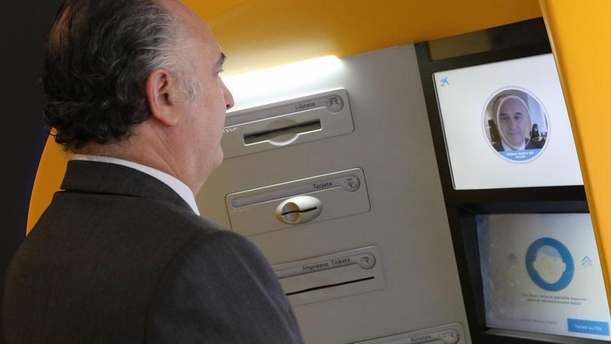 CaixaBank instala en Málaga los primeros cajeros con reconocimiento facial