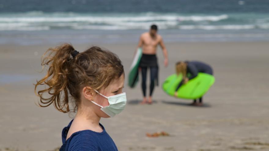 La OCU pide que la mascarilla deje de ser obligatoria al aire libre