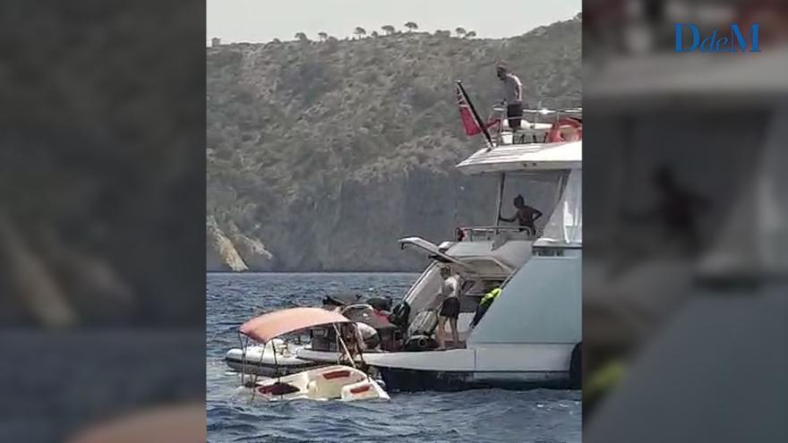 Rescatan en Camp de Mar a los tripulantes de una pequeña lancha de alquiler que se hundía