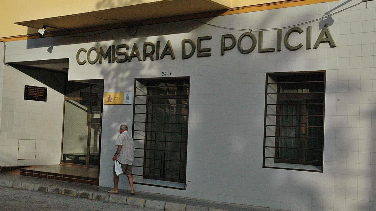 Comisaría de Vélez-Málaga.   L.O.