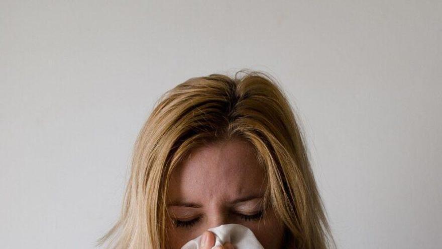 Empieza a llover y ya tienes mocos, picor de ojos... ¿Existe la alergia a la humedad?