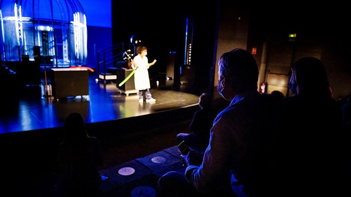 Una escena del espectáculo «Alto voltaje», que se verá en el Teatro de la Ciencia.