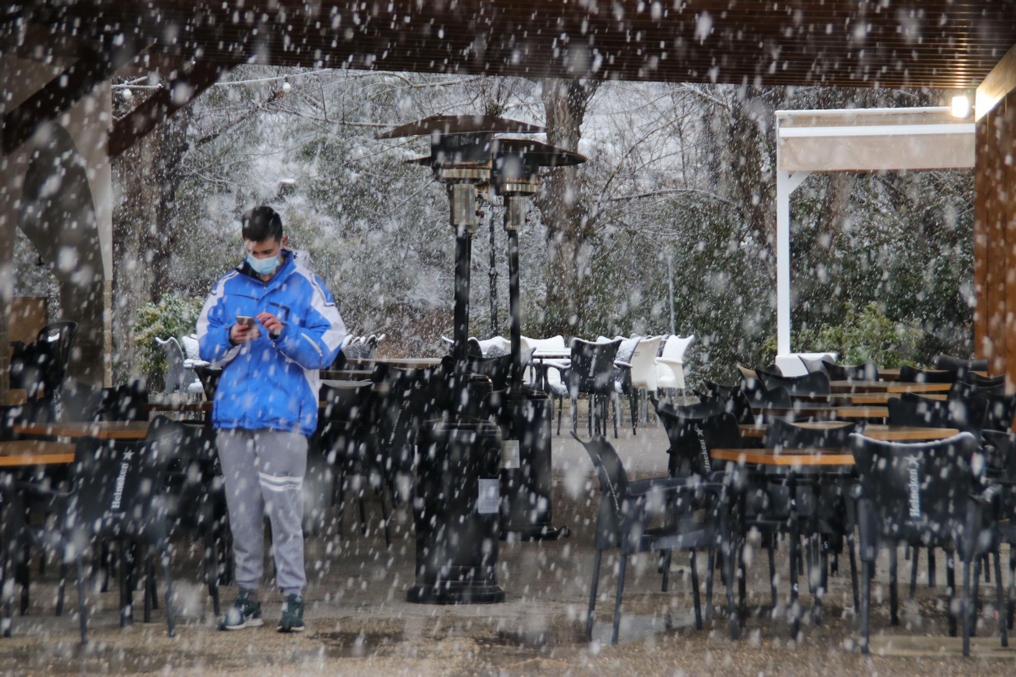 Alcoy y Banyeres se cubren de nieve dos días antes de comenzar la primavera