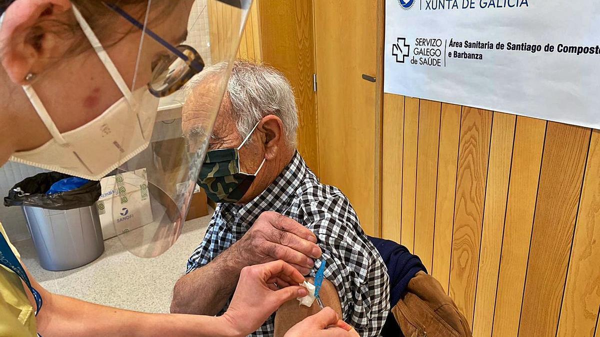 Vacunación para mayores de 80 años en el centro de salud de A Estrada.