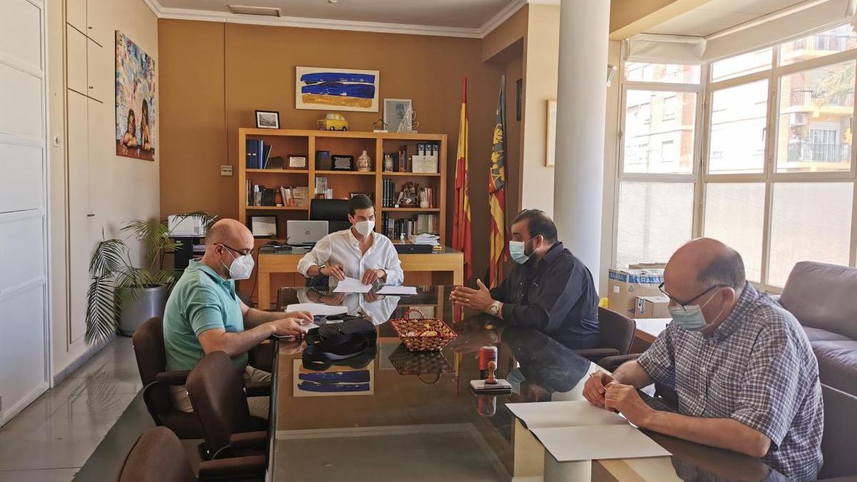 Burjassot firma sendos convenios de colaboración con Andros y L'Almara