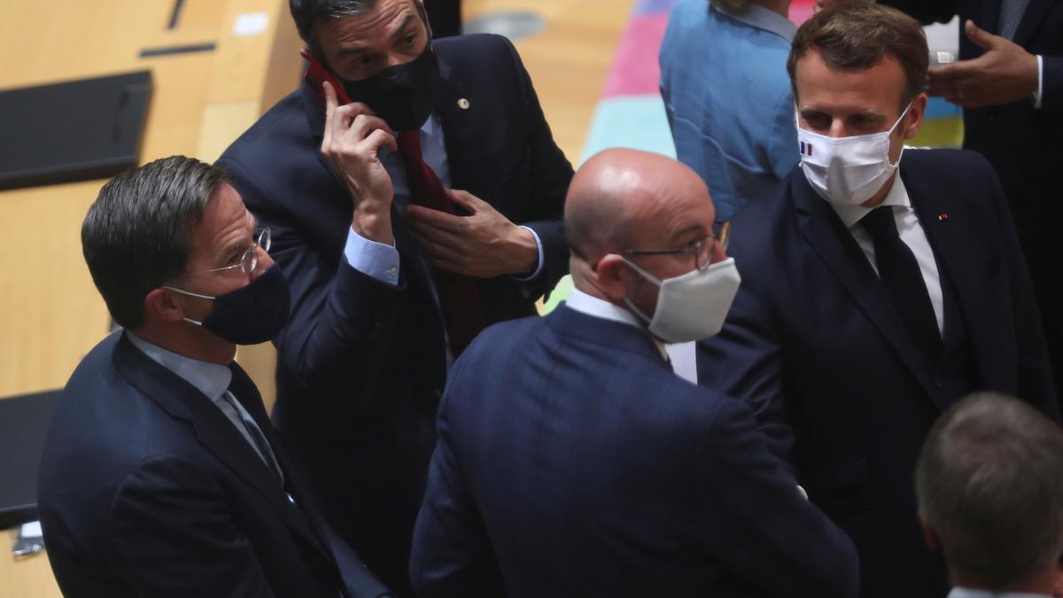 Sánchez, Rutte, Michel y Macron, en la reunión de julio de 2020 en la que se negociaron los fondos.