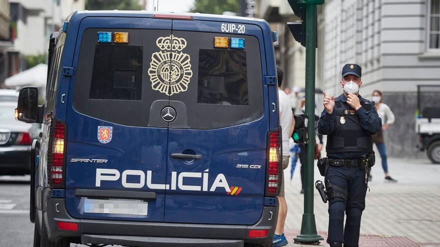 Detienen a un hombre tras intimidar y robar el bolso a una mujer en  Tenerife