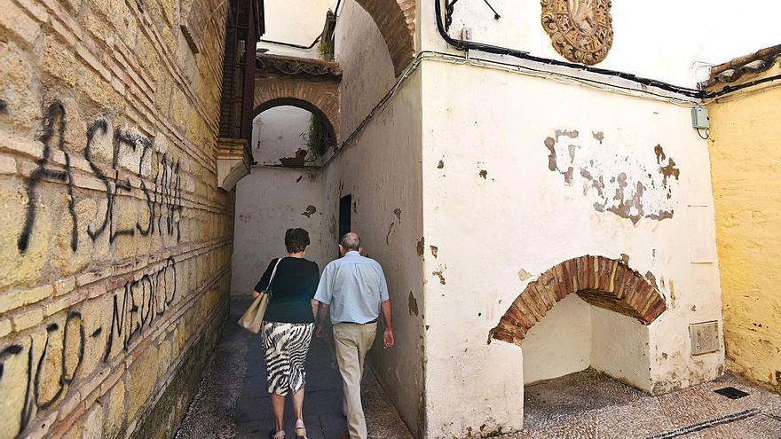 Quejas por el mal estado de la calleja de Villaceballos
