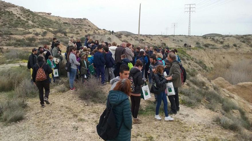 Más de 200 personas visitan las Lagunas de Rabassa y el Saladar de Agua Amarga