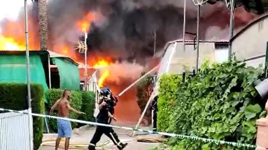 Los vídeos y fotografías del virulento incendio de camping Villa Caravaning