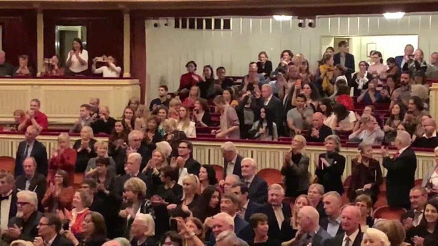 El público de la Ópera de Viena muestra su entrega a Plácido Domingo