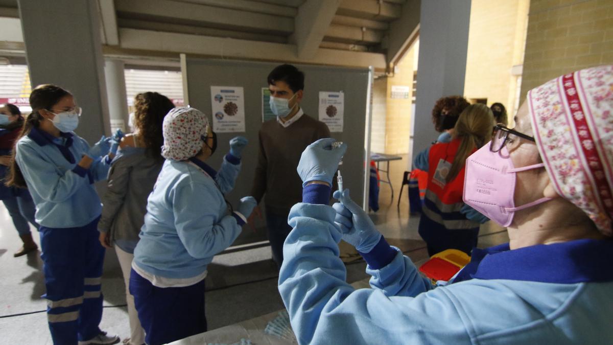 Los profesores, entre otros profesionales esenciales, aguardan la segunda dosis de AstraZeneca.