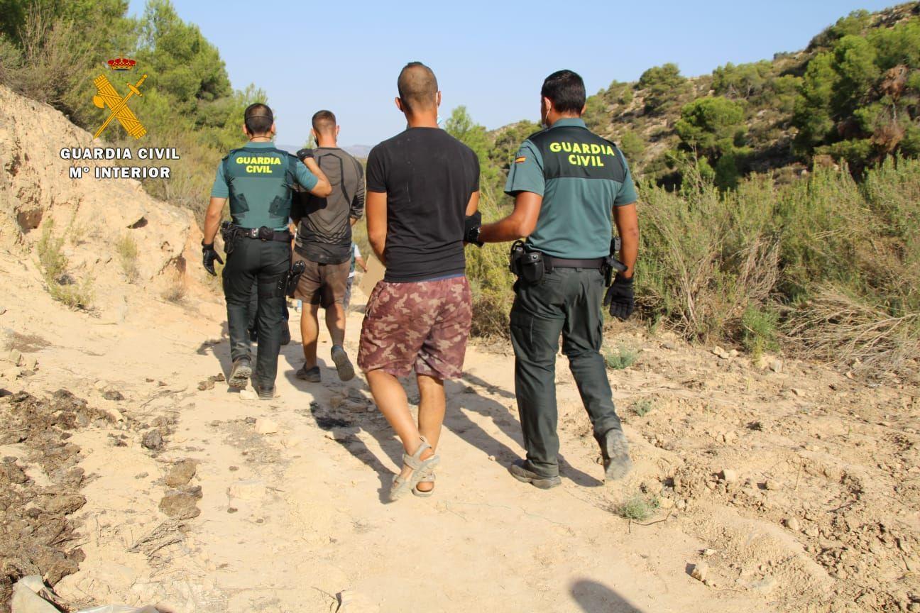 La Guardia Civil desmantela en Mequinenza una plantación al aire libre de marihuana