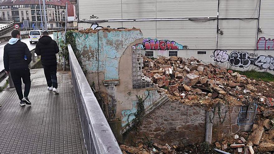 García Seoane y tres técnicos del Concello, llamados a declarar por la demolición de Casa Carnicero