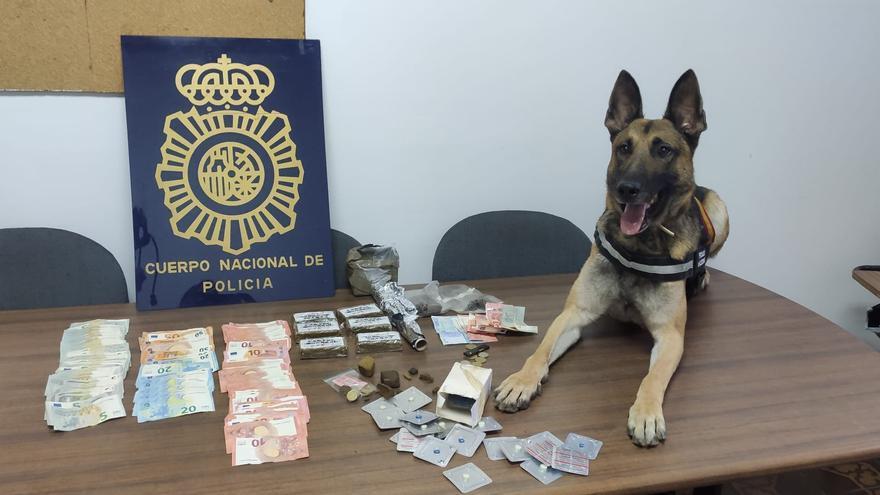 La Policía incauta 800 gramos de hachís en una vivienda del Gancho