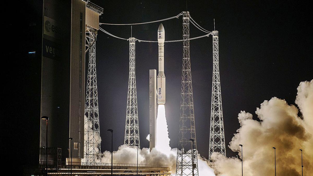 Despegue del lanzador Vega para poner en órbita el satélite español Ingenio, de 800 kilogramos de peso, a 650 kilómetros de la Tierra | J.M.G.H.