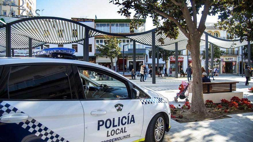 La Policía Local de Torremolinos detiene a dos individuos que habían ocupado una vivienda