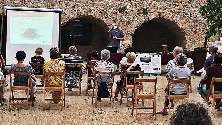 Sant Miquel de Fluvià presenta el compostatge comunitari