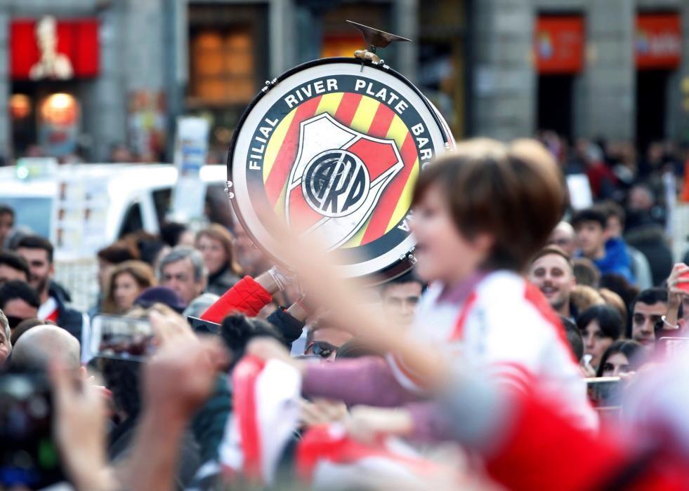 Las aficiones de River y Boca llenan Madrid