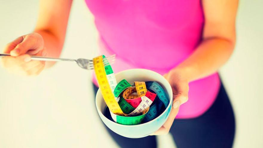 La receta con el superalimento de moda que tiene 18 calorías que debes tomar por la noche si quieres adelgazar