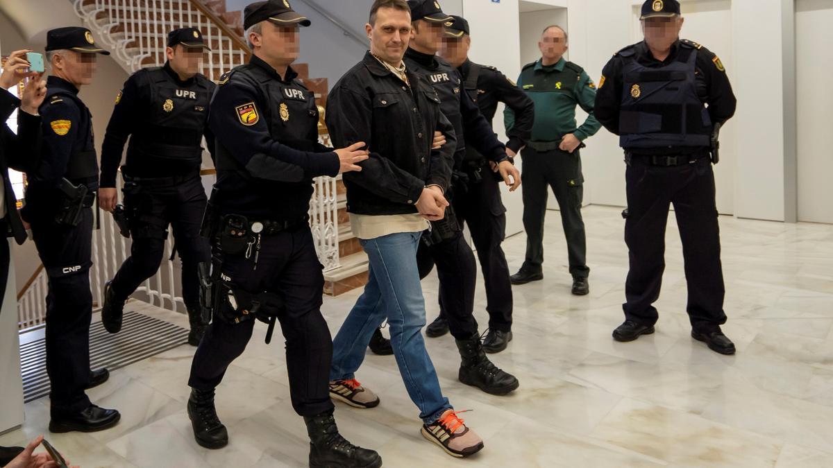 Imagen de Igor el Ruso, sonriente, a su entrada en la Audiencia Provincial de Teruel esta semana.