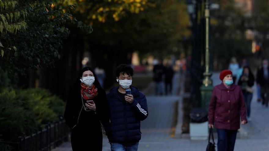 Rusia impone 'manu militari' mascarillas y guantes y aconseja cerrar locales nocturnos