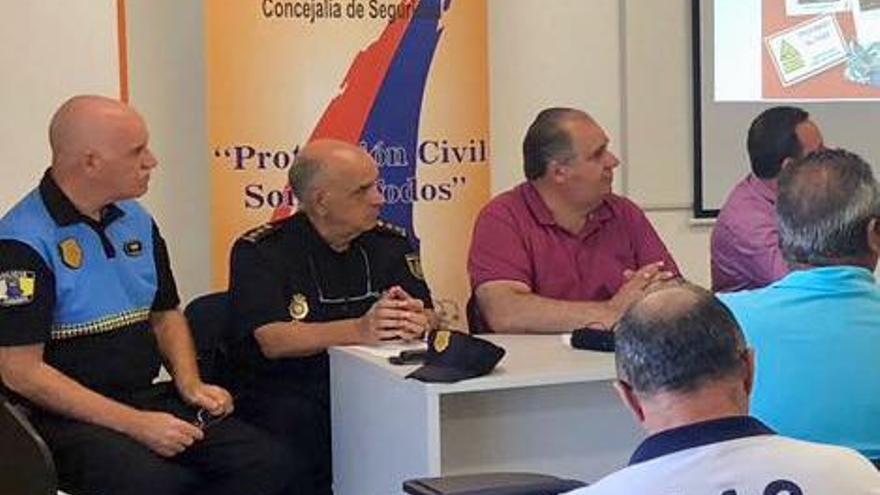 Un centenar de policías, voluntarios de Protección Civil y socorristas vigilarán los fuegos de Melenara