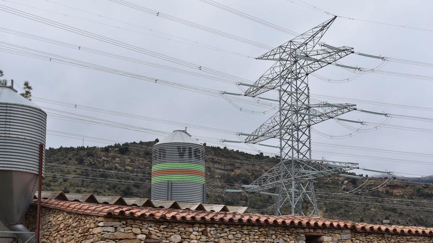 El Gobierno recorta por error la altura de las torres eléctricas de la MAT en Castellón