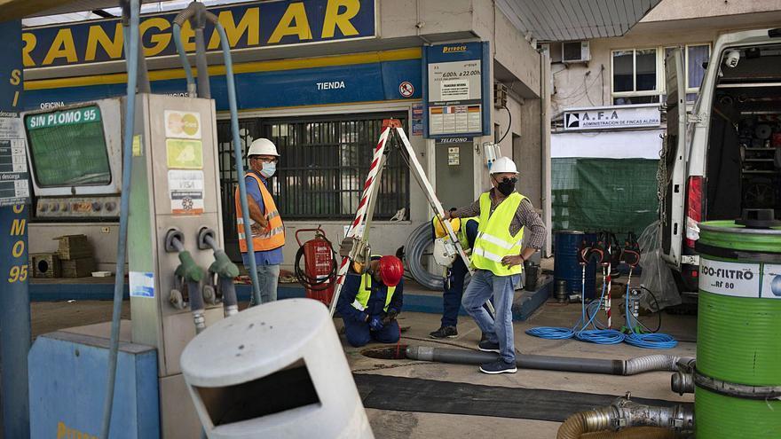 Arrancan los trabajos para desmantelar la gasolinera