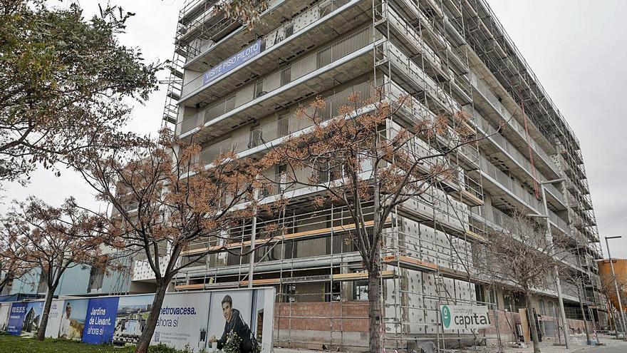 La compra de vivienda nueva crece frente al desplome de la usada