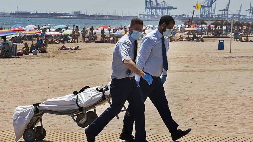 El número de ahogados se duplica  en agosto con uno cada 30 horas