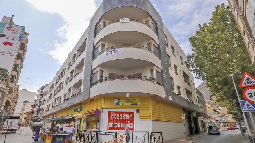 Los vecinos de un edificio de Callosa rechazan que la Generalitat compre 22 casas para alquiler social
