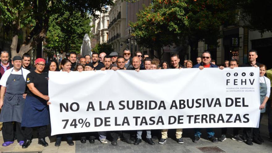 Los hosteleros del centro protestan por la subida de la tasa de terrazas