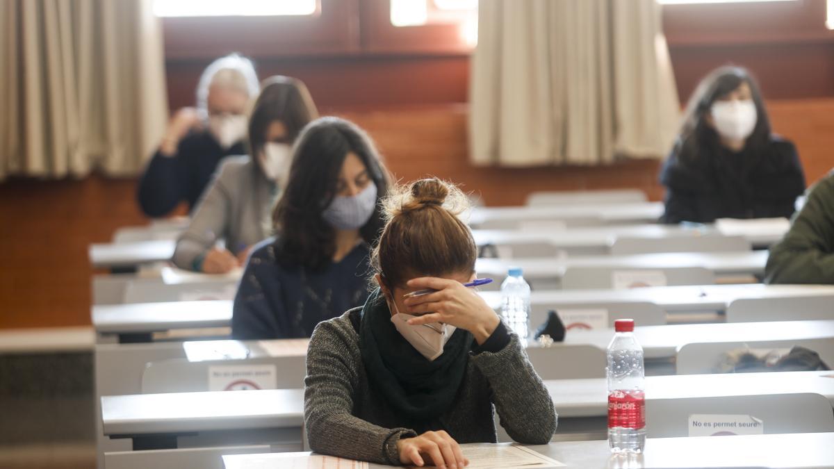 Aspirantes a una plaza funcionarial durante un examen