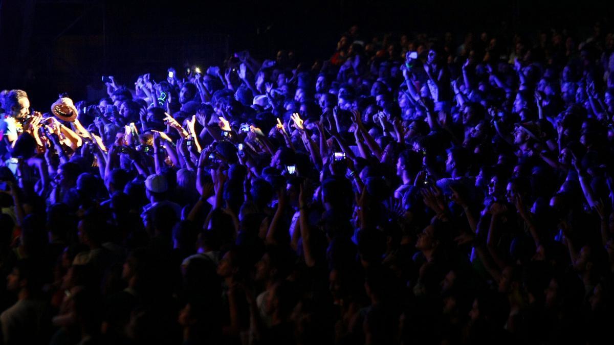 Público en un concierto de Love of Lesbian