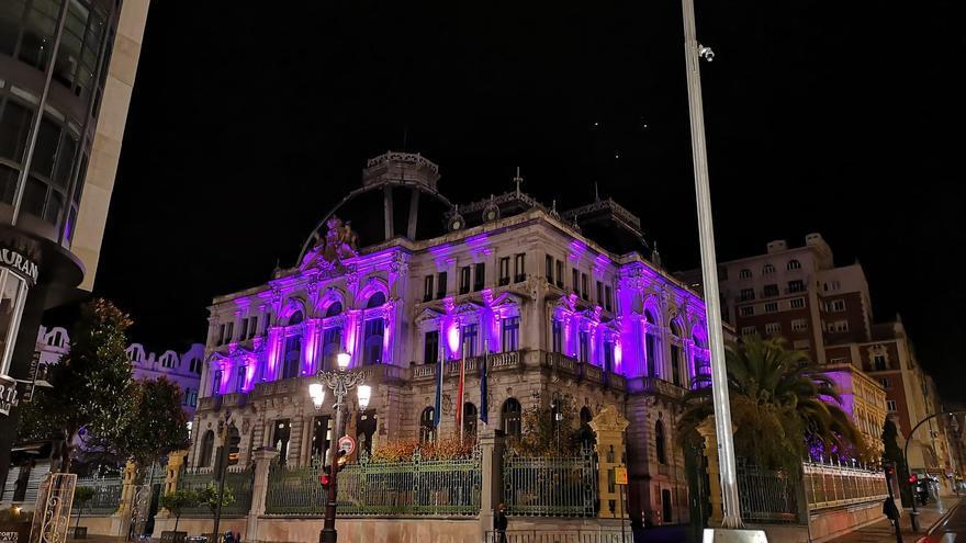 El parlamento asturiano se viste de morado contra la violencia de género