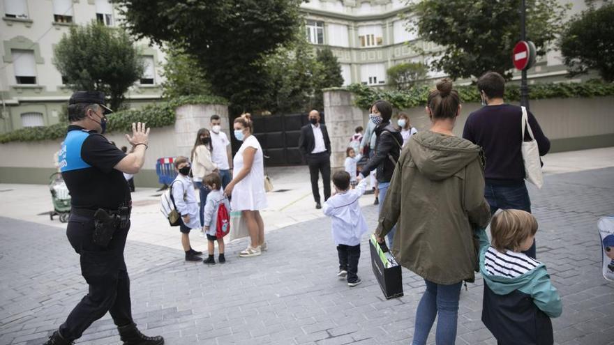 Oviedo: a las aulas con distancia y sin corrillos