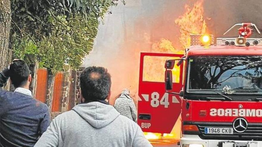 Peritos: el incendio en el que murió la víctima se produjo dentro del coche