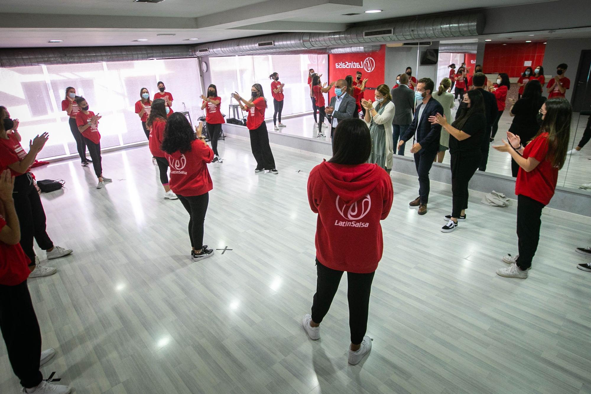 Visita a los ganadores de tres copas de oro en la Competición Mundial de All Dance