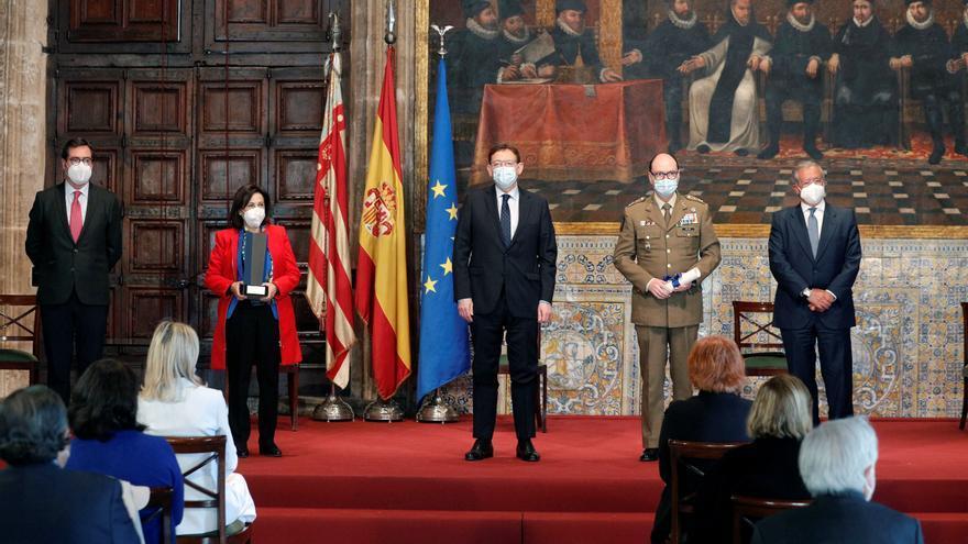 La ministra de Defensa y el teniente general de la UME, galardonados con el XXIX Premio Convivencia