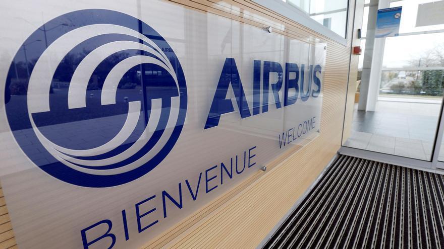 El logo de Airbus en las oficinas de Blagnac, cerca de Toulouse, en Francia.