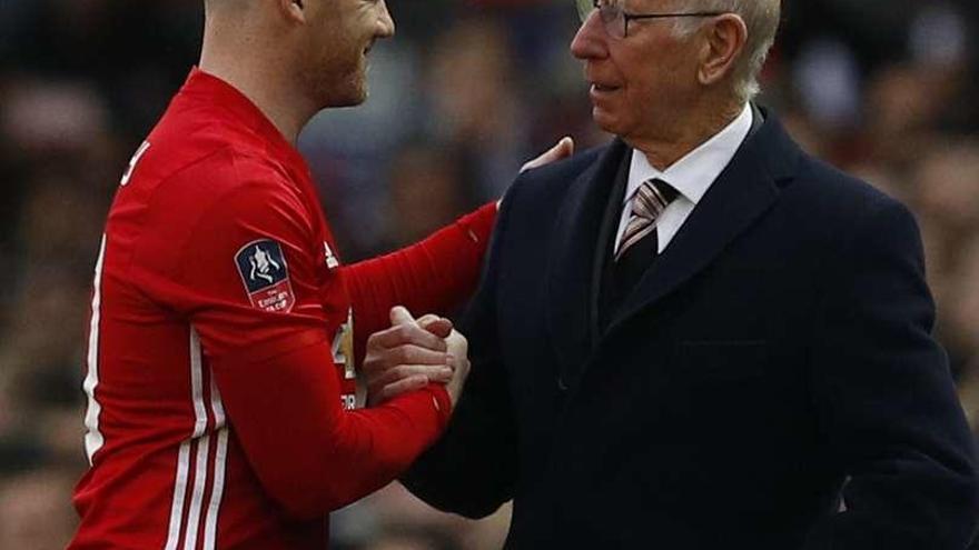 Old Trafford y Bobby Charlton homenajean a Wayne Rooney