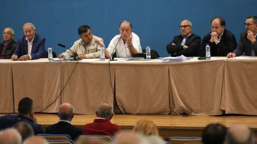 Los comuneros de Cabral deciden en junta los acuerdos con Aero Club, Aeroparking y Xealco