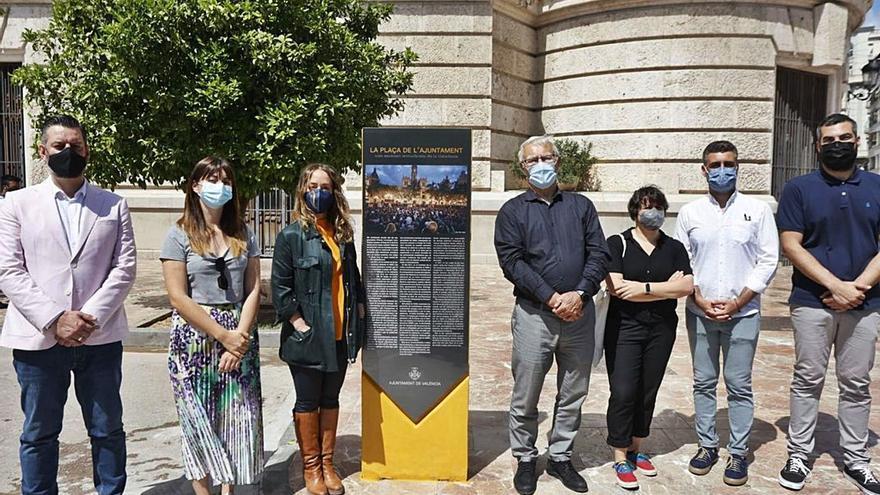 Ribó y el grupo Compromís se quedan solos en la inauguración del polémico monolito del 15-M