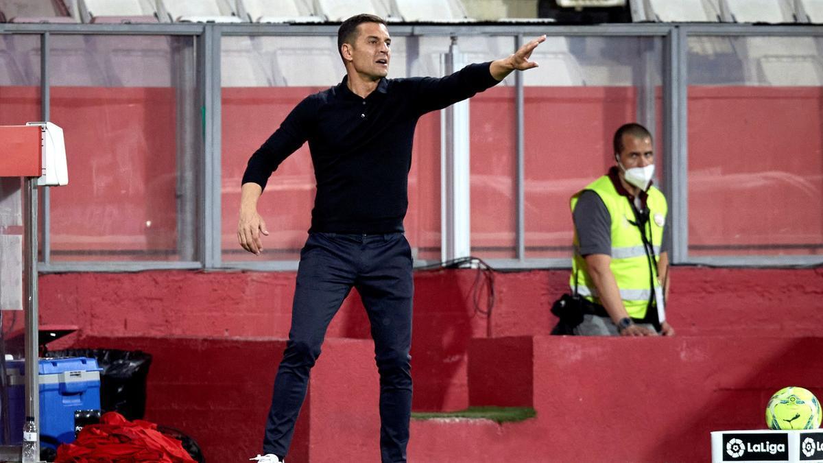 Francisco da instrucciones durante el partido del pasado domingo en Montilivi entre el Girona y el Rayo.