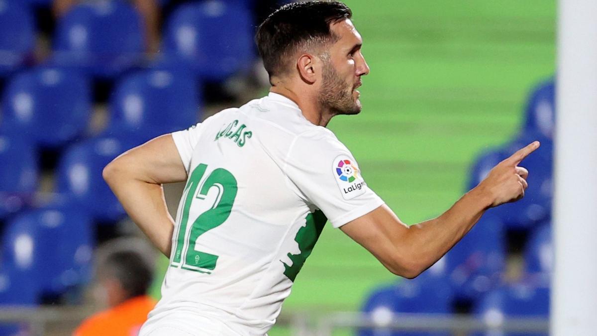 Lucas Pérez celebra su primer gol con el Elche