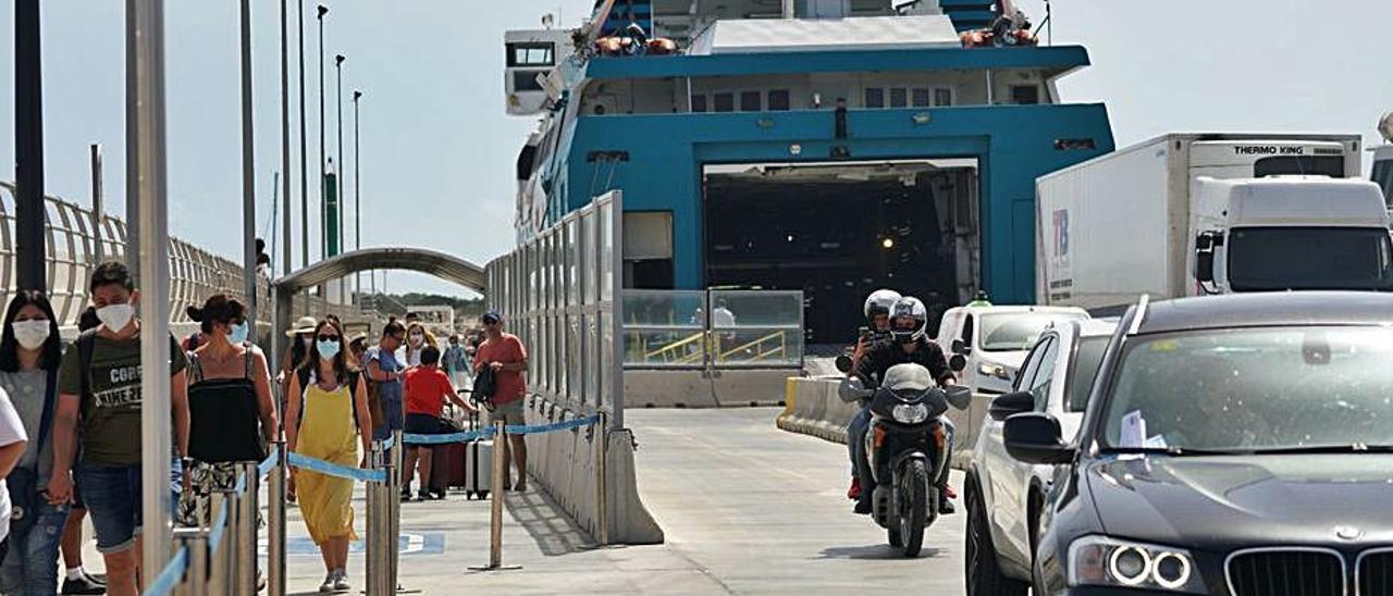 Las navieras sufrieron una caída de pasajeros del 75% en Semana Santa | C.C.