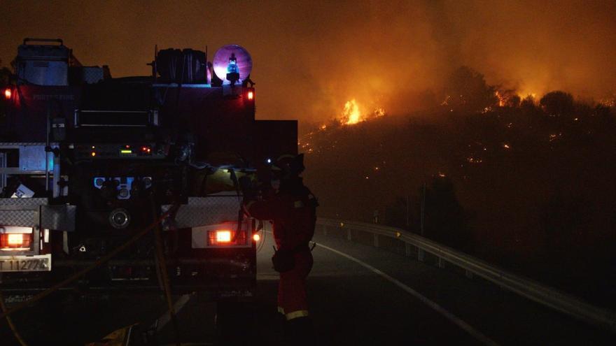 Evacuan una localidad de Castellón debido a un incendio en el que va a intervenir la UME
